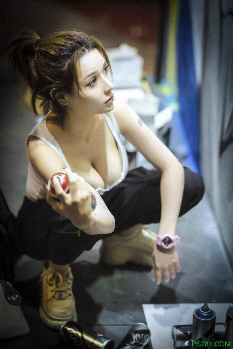【6upoker】游戏实况主米兰镂空背心侧乳霸气外露 热裤美女翘臀性感